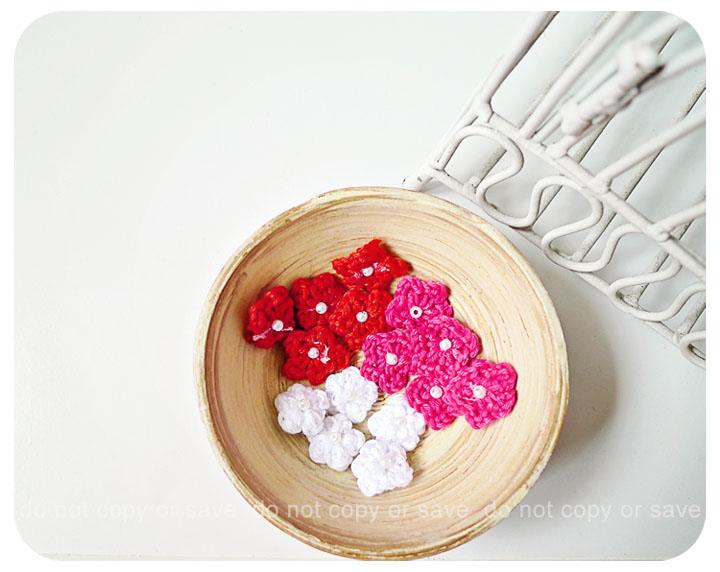 Mini crochet flower single layer for scrap booking, card making etc