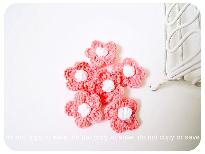 6 peach crochet flowers / pack