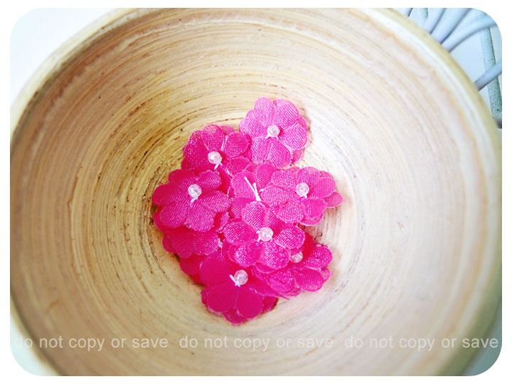 10 Flower bright pink with pearl in the centered / pack